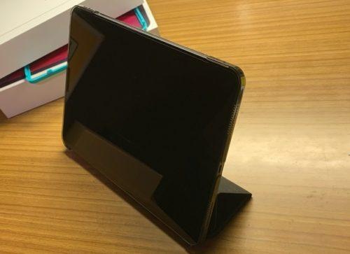 ESR iPad Pro 11 ケース 立てた状態